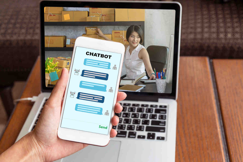 ECサイトにチャットボットを導入する効果と活用事例